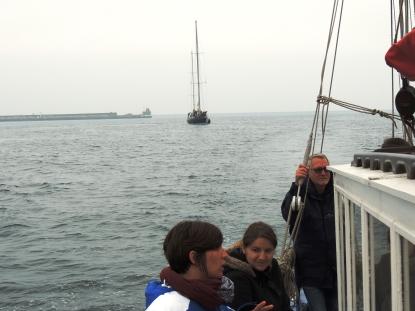 retour au port devant Pen-Duick III